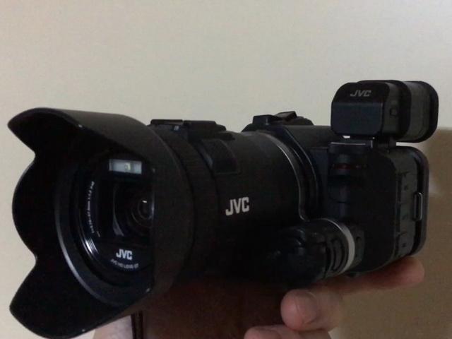 ビクター(JVC)のビデオカメラGC-P100です