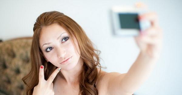 プロカメラマンが教えるスマホカメラで自撮りを可愛く撮影する5つのポイント